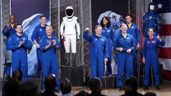 CapsulaDragon01Traje-y-astronautas-20