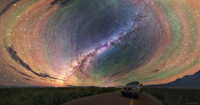 Las coloridas bandas Airglow rodean la Vía Láctea